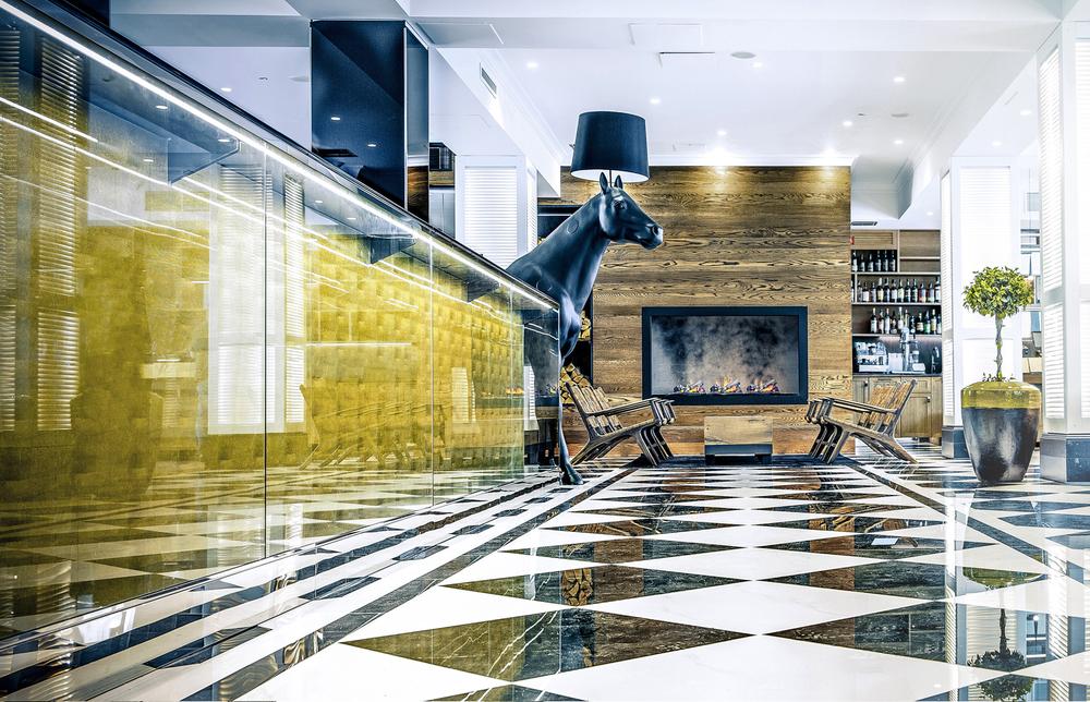Kamp Hotel Lilla Roberts Horse.jpg