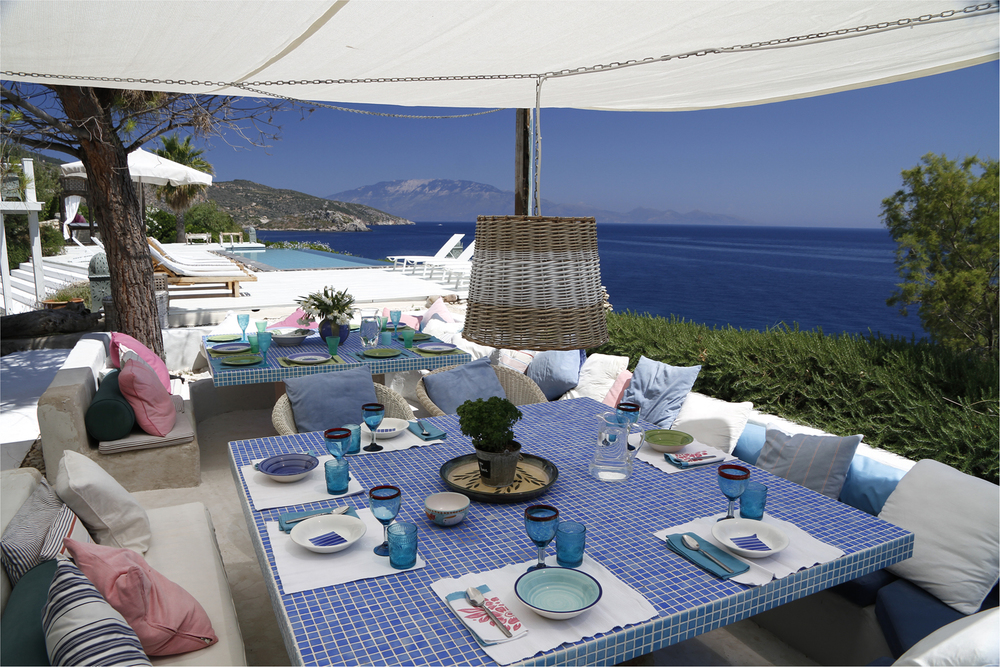 Peligoni Club Lunch with View.jpg