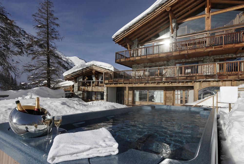 Peli Ski Le Chardon Exterior and Swimspa.jpg