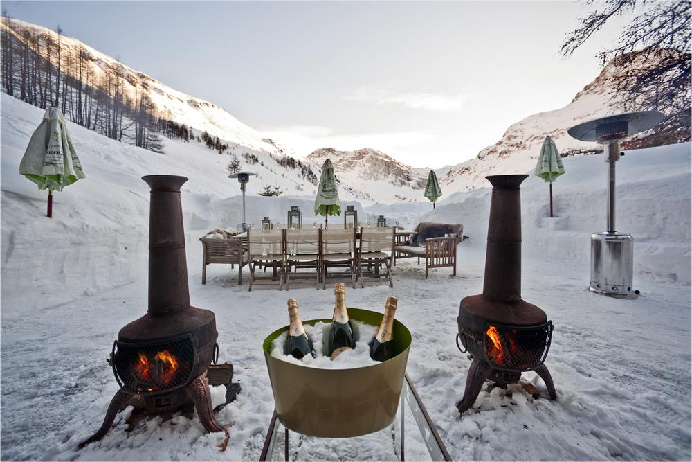 Peli Ski Le Chardon Terrace and Table.jpg