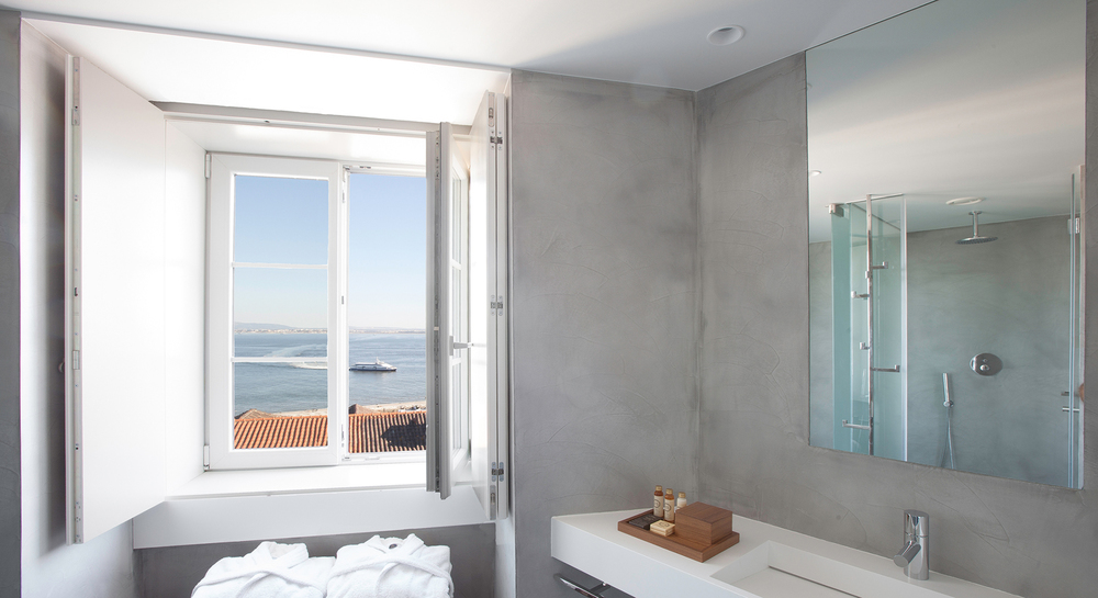 Memmo Alfama Superior Bathroom.jpg