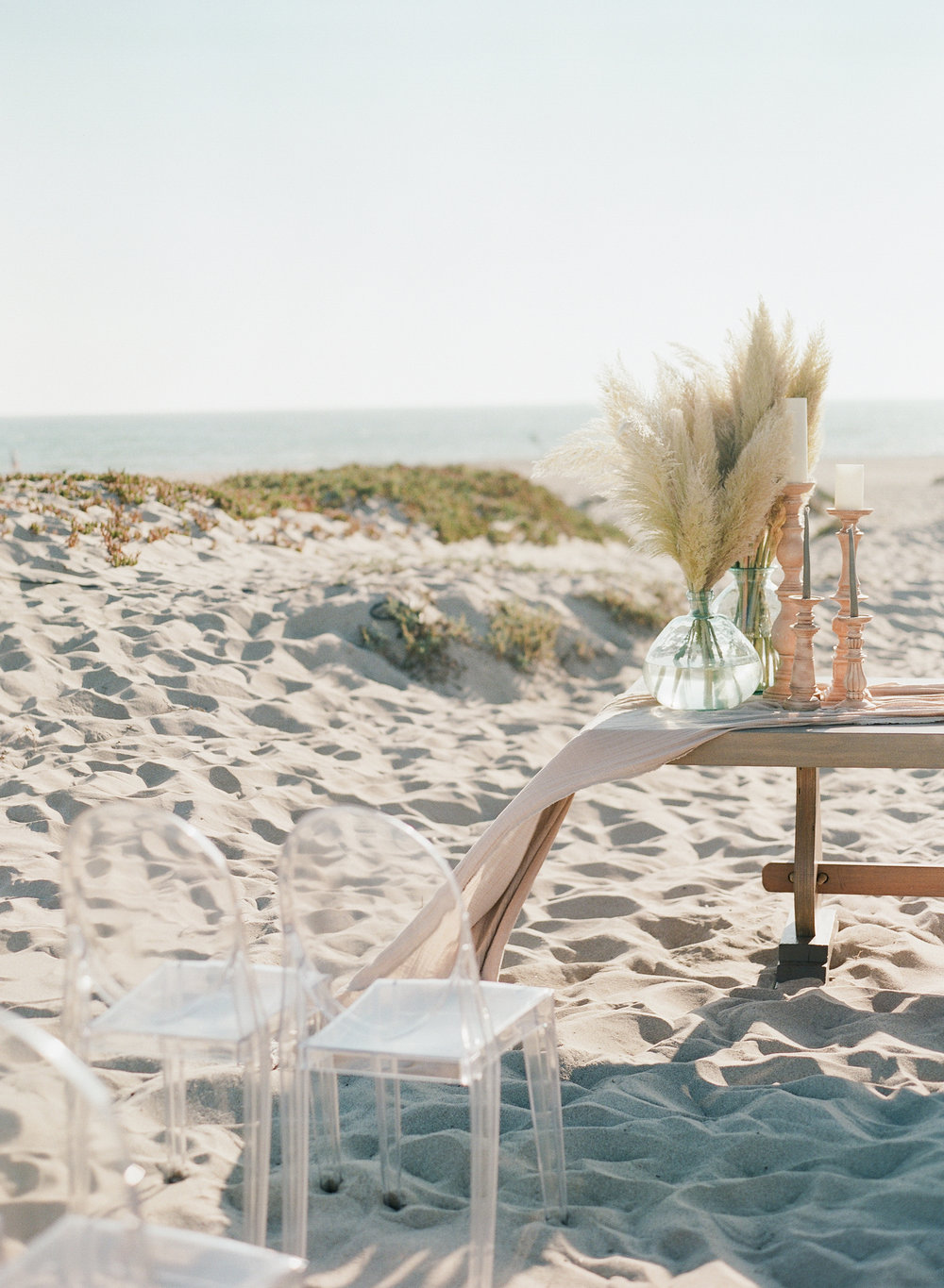 santabarbarawedding.com | Photo: Michelle Beller | Modern Beach Wedding Inspiration