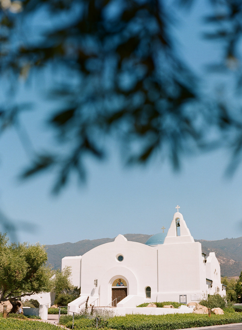 santabarbarawedding.com | Photo: Beaux Arts Photographie | Greek Garden Wedding Inspiration