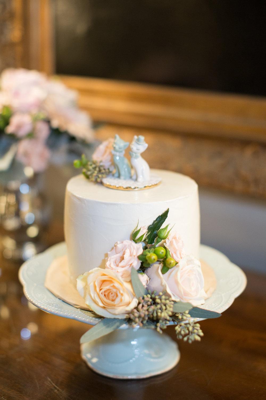 www.santabarbarawedding.com | Anna J Photography | University Club of Santa Barbara | Wedding Cake