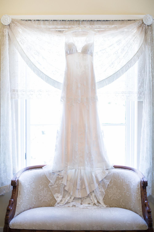 www.santabarbarawedding.com | Anna J Photography | University Club of Santa Barbara | Bridal Gown
