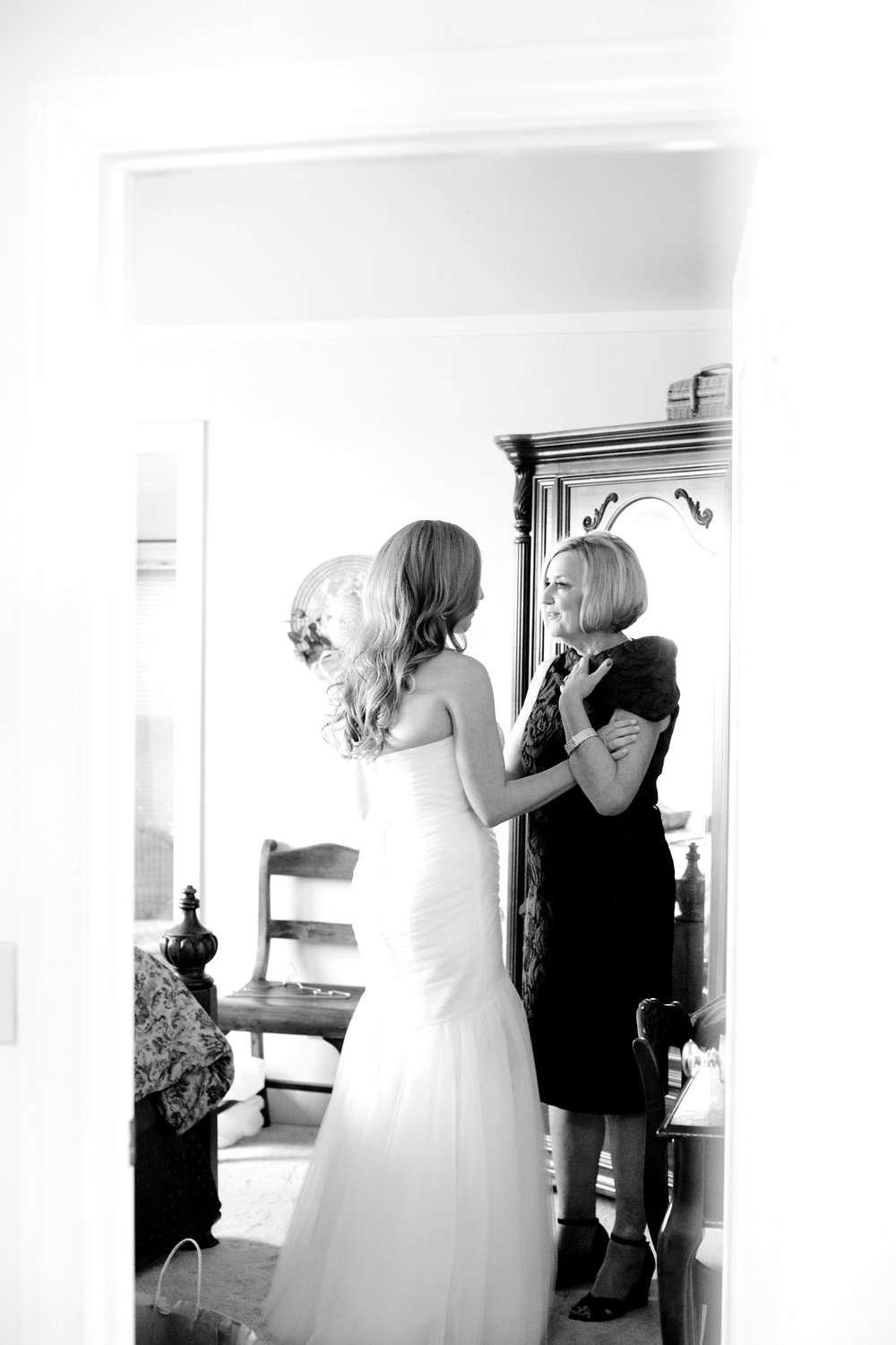 www.SantaBarbaraWedding.com | Kelsey Crews Photography | Mother Daughter First Look | Mothers Day