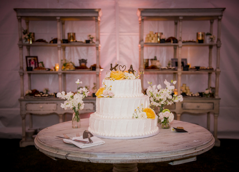 www.santabarbarawedding.com | Willa Kveta Photography | Santa Barbara Polo and Racquet Club | Wedding Cake