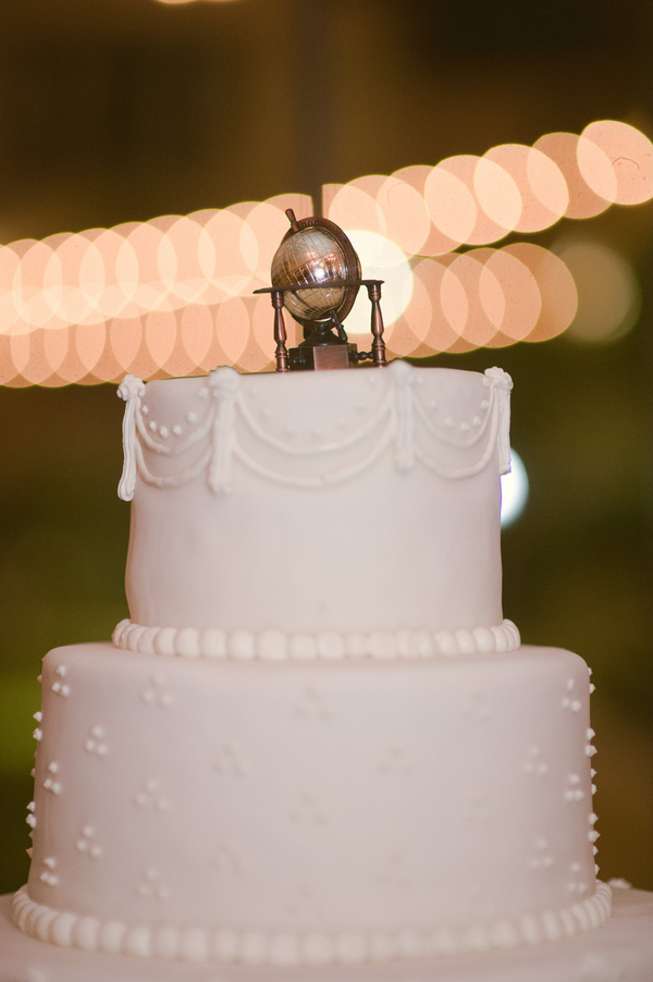 www.santabarbarawedding.com | By Cherry Photography | Santa Barbara Club | Wedding Cake
