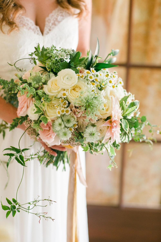 www.santabarbarawedding.com | Margaret Joan Floral | Bridal Bouquet | MiBelle Photographer | San Ysidro Ranch