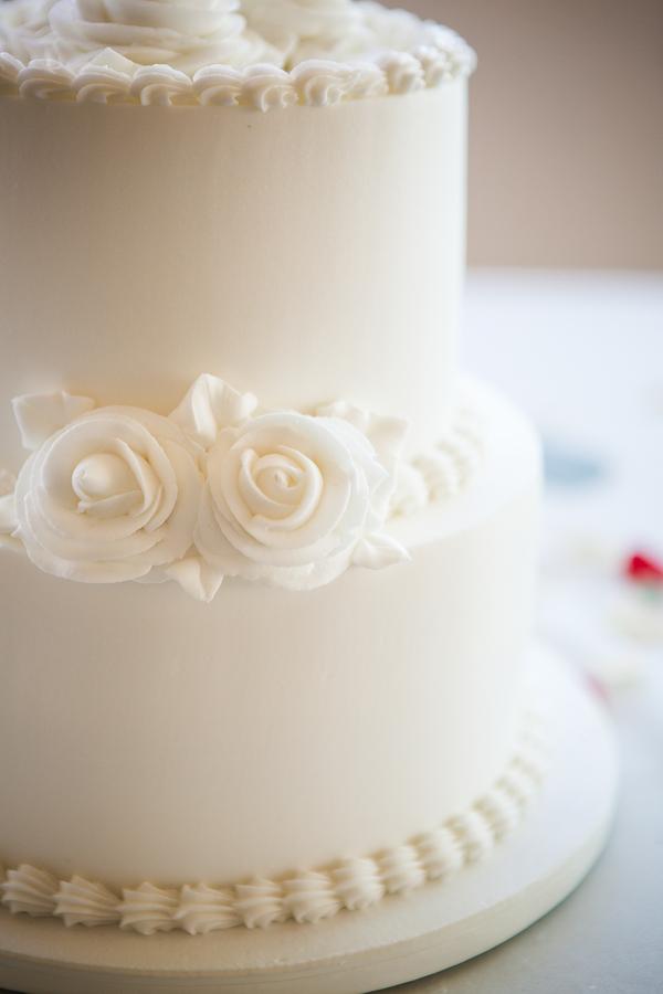 www.santabarbarawedding.com | Savannah Brown Photography | Cabrillo Pavilion Arts Center | Wedding Cake