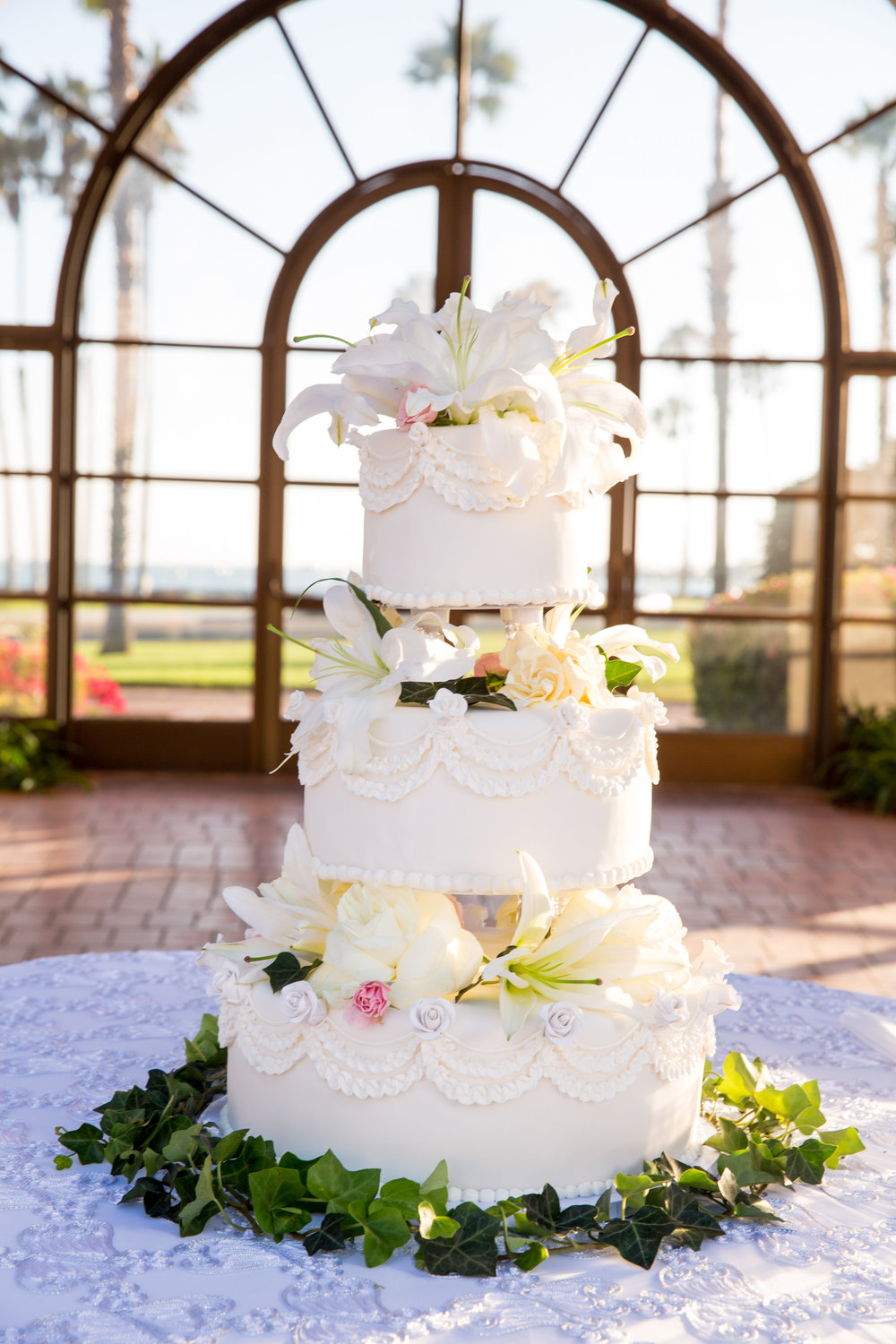www.santabarbarawedding.com | Chris Schmitt Photography | Felici Events | Fess Parker Double Tree | Wedding Cake