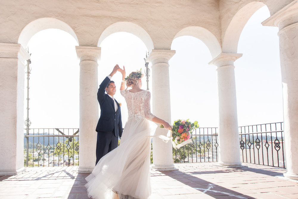 www.santabarbarawedding.com | Anna J Photography | Santa Barbara Courthouse | Bride and Groom | Dancing