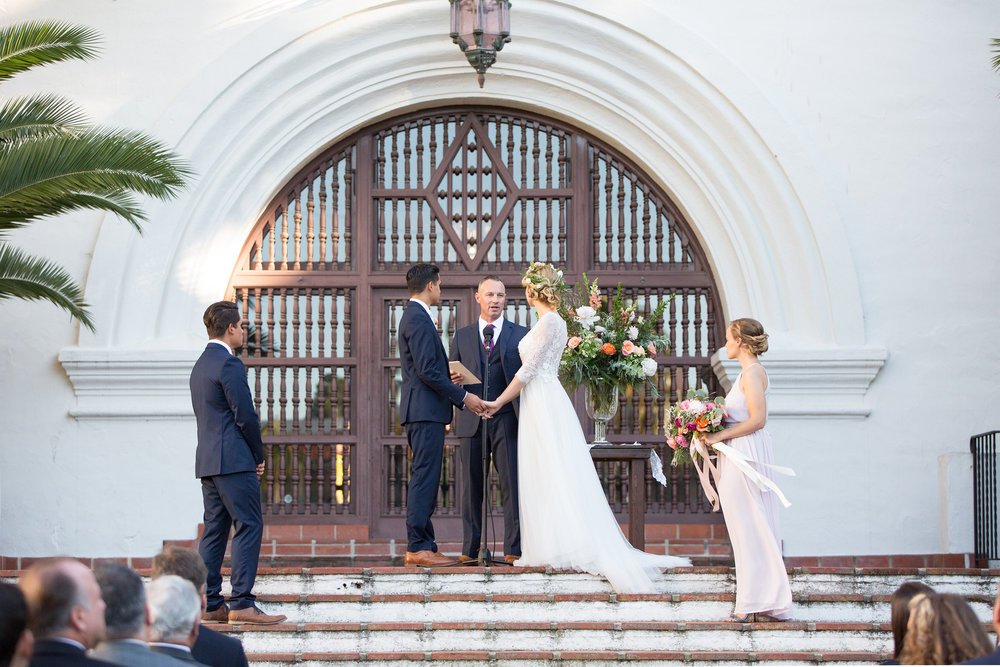 www.santabarbarawedding.com | Anna J Photography | Santa Barbara Courthouse | Ceremony | Bride and Groom | Vows