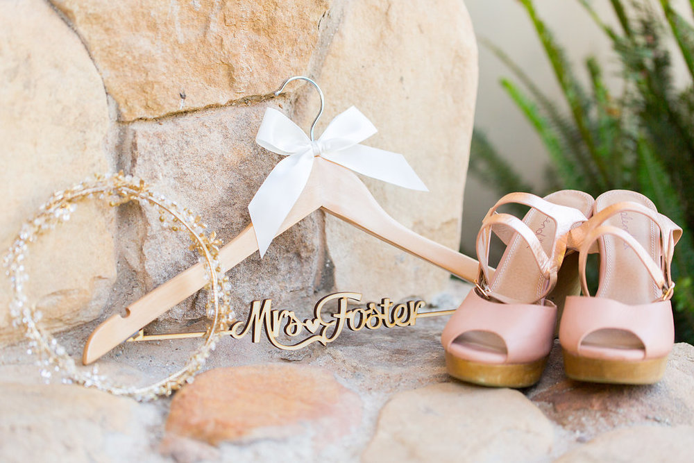 www.santabarbarawedding.com | Heartstone Ranch | Anna Schmidt Photography | Bridal Accessories