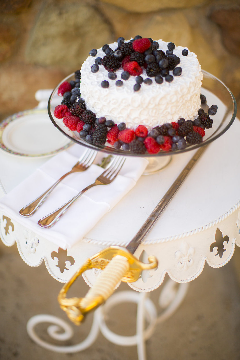 www.santabarbarawedding.com | Heartstone Ranch | Anna Schmidt Photography | Wedding Cake