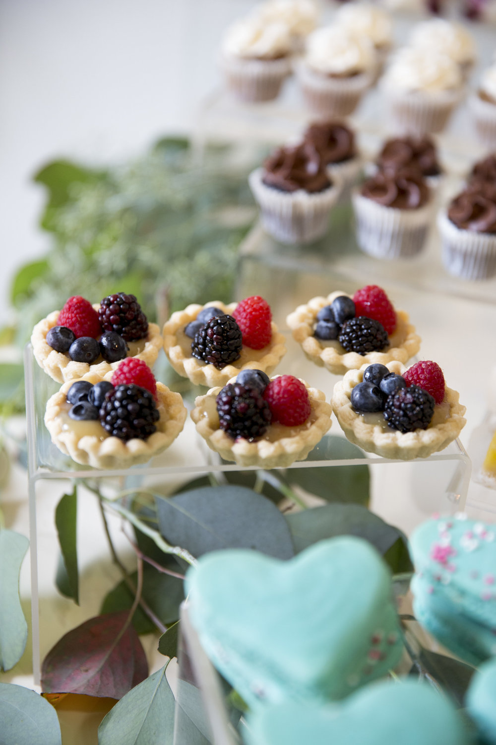www.santabarbaraweddingstyle | dessert buffet | Dessert ideas | fruit tarts | lele patisserie | Kristen Beinke Photography