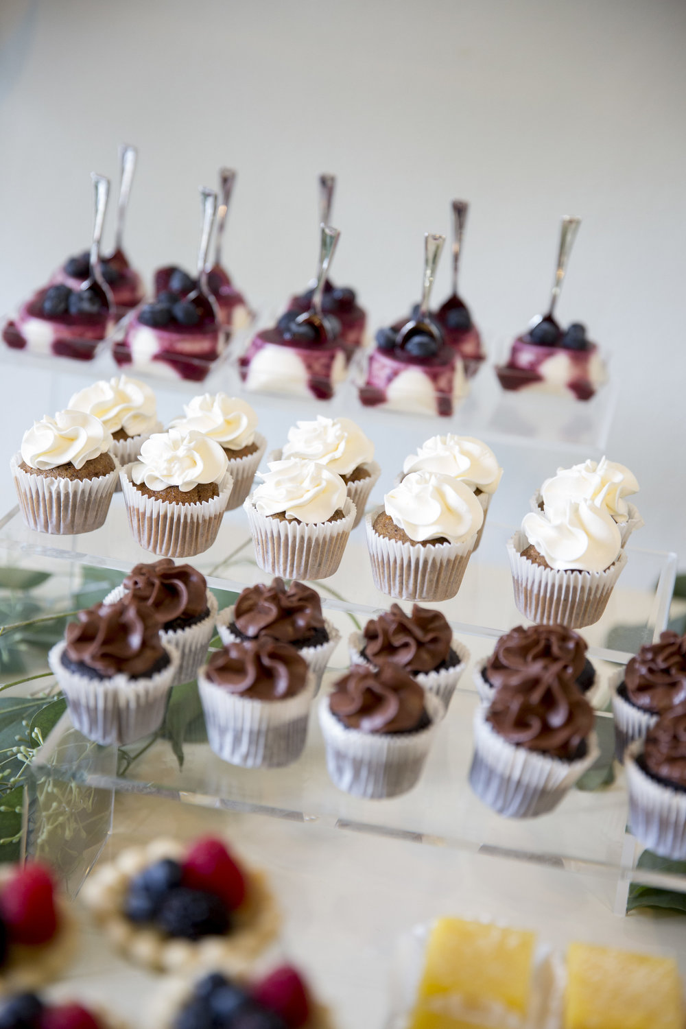 www.santabarbaraweddingstyle | dessert buffet | Dessert ideas | assorted desserts | lele patisserie | Kristen Beinke Photography