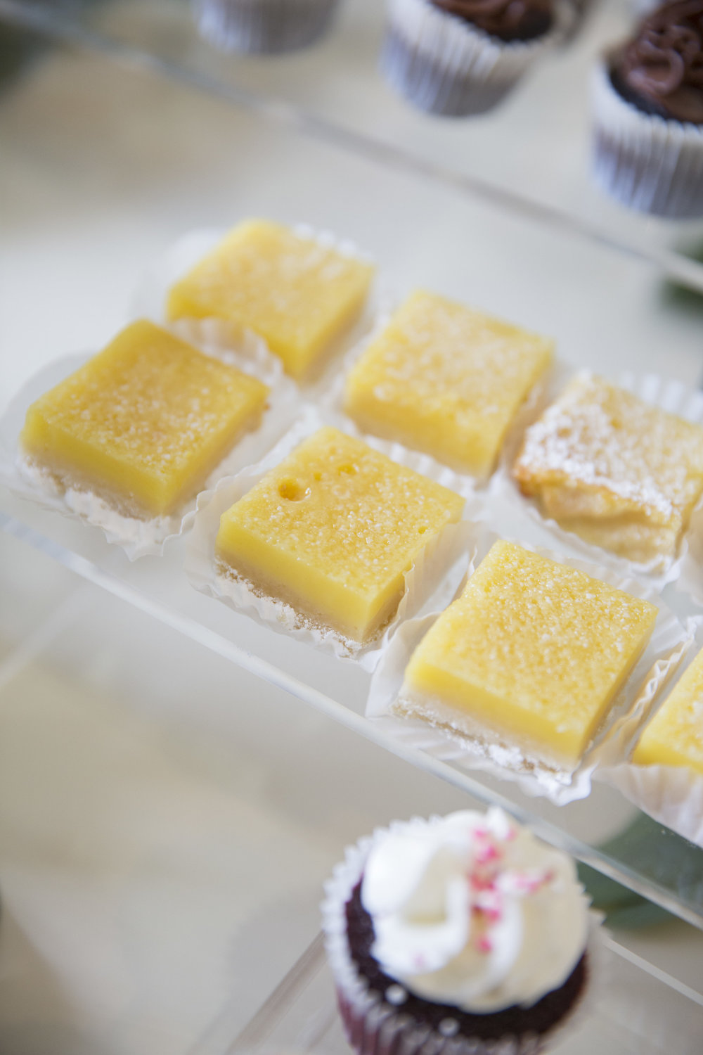 www.santabarbaraweddingstyle | dessert buffet | Dessert ideas | lemon bars | lele patisserie | Kristen Beinke Photography
