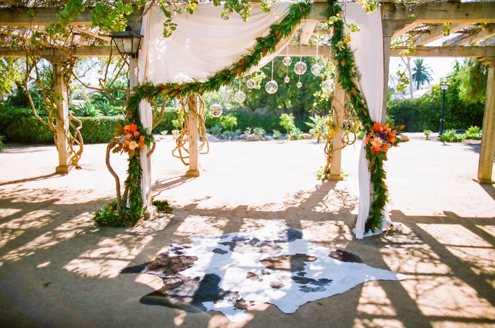 www,santabarbarawedding.com | felici Events | orange wedding inspiration | santa barbara historical museum | wedding ceremony | nancy neil photo