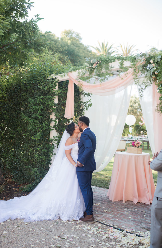 www.santabarbarawedding.com | Mattei's Tavern | Staci Stack Photography | Bride and Groom