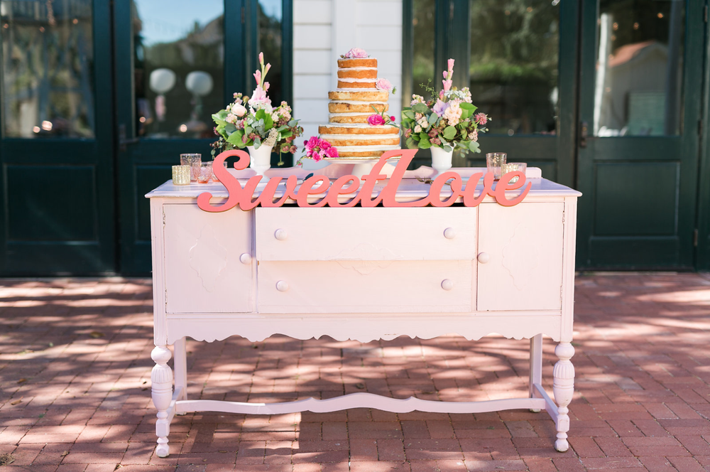 www.santabarbarawedding.com | Mattei's Tavern | Staci Stack Photography | Wedding Cake Table