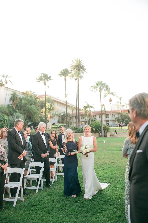 www.santabarbarawedding.com | Kelsey Crews | Felici Events | Santa Barbara Club | Bride walking down Aisle