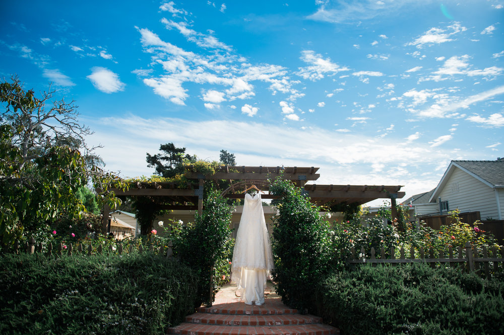 www.santabarbarawedding.com | The Gardens at Peacock Farms | Jennifer Lourie | Wedding Dress