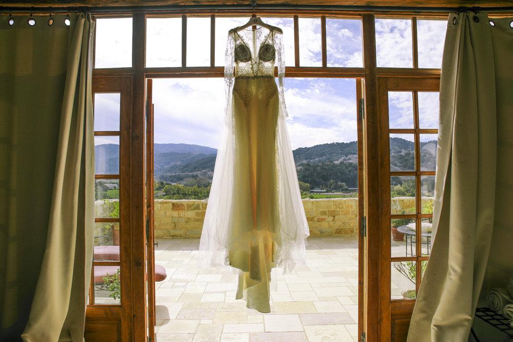 www.santabarbarawedding.com | Joseph Henry Photo | Sunstone Winery | Wedding Dress