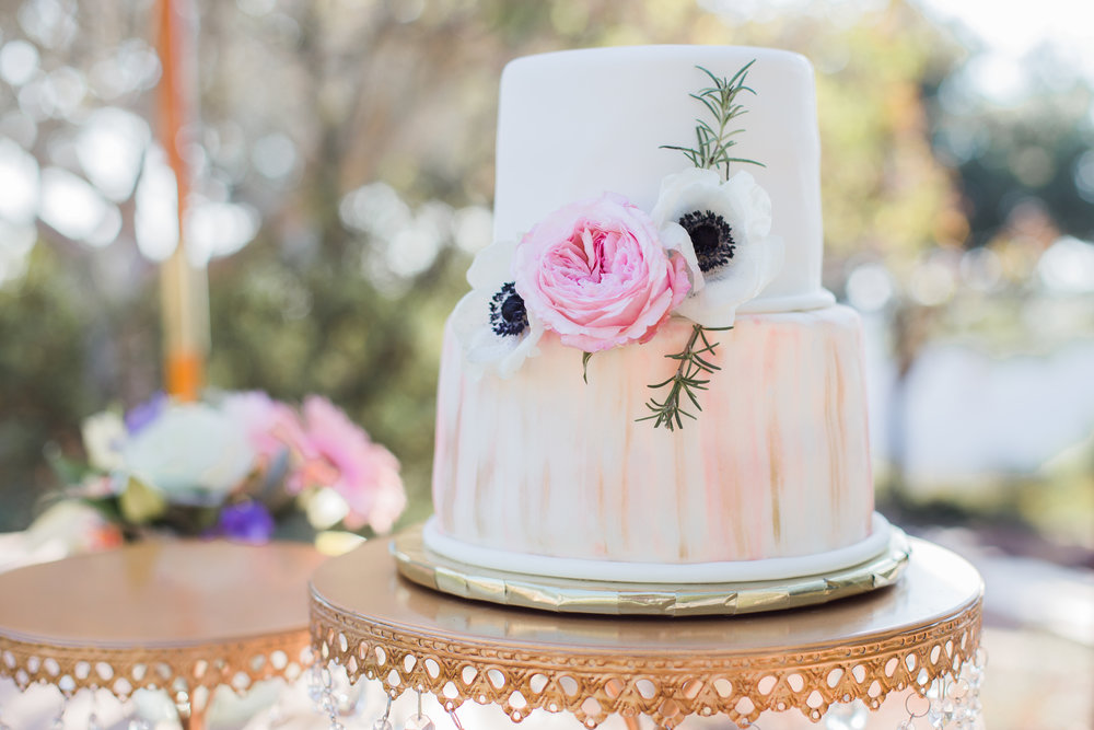 www.santabarbarawedding.com | Josh Newton | Elings Park | Burlap & Bordeaux | Wedding Cake