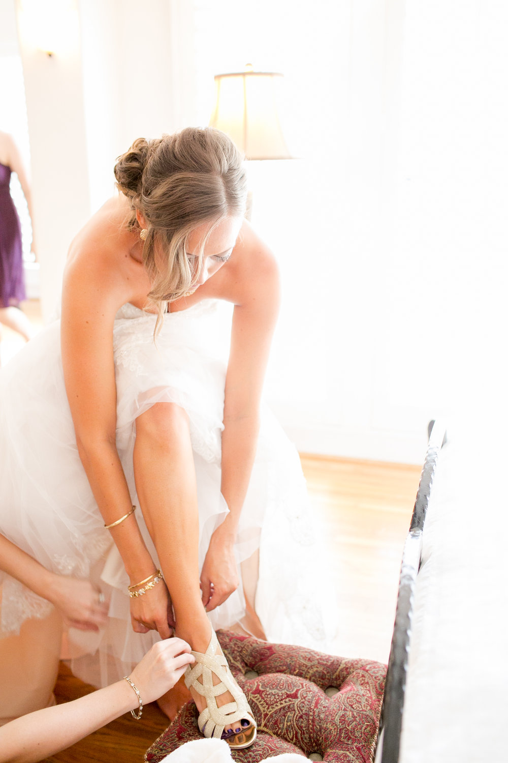 www.santabarbarawedding.com | Kelsey Crews | Felici Events | Alice Keck Park | Bride Getting Ready