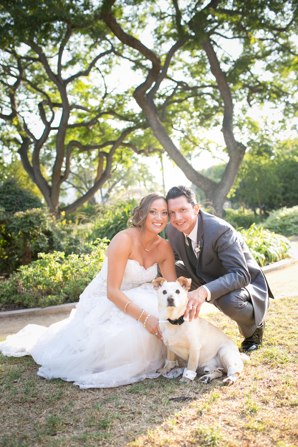 www.santabarbarawedding.com | Kelsey Crews | Felici Events | Alice Keck Park | Bride and Groom and Dog