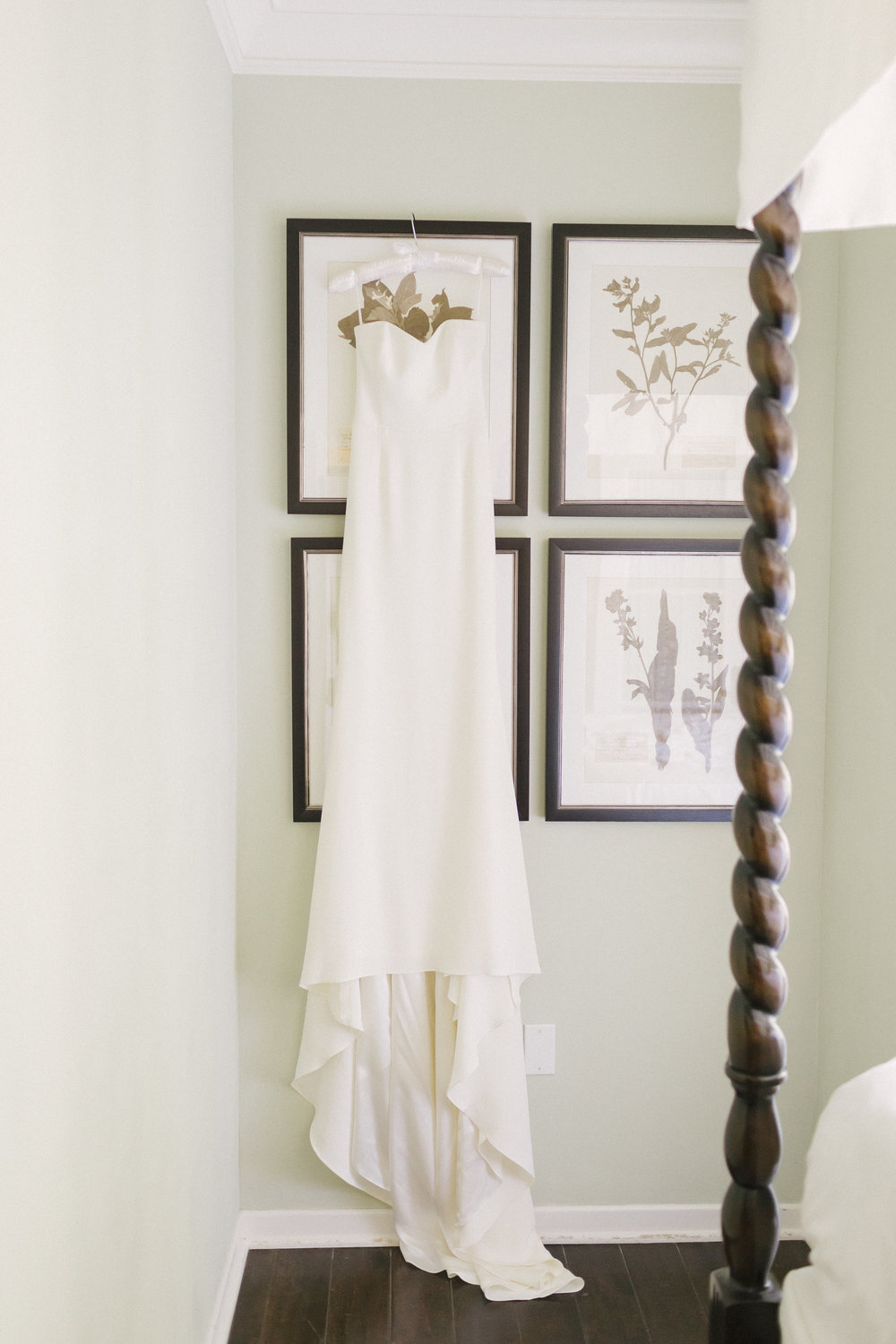 www.santabarbarawedding.com | Santa Barbara Courthouse | Canary Hotel | Aurelia D'Amore Photography | Wedding Dress