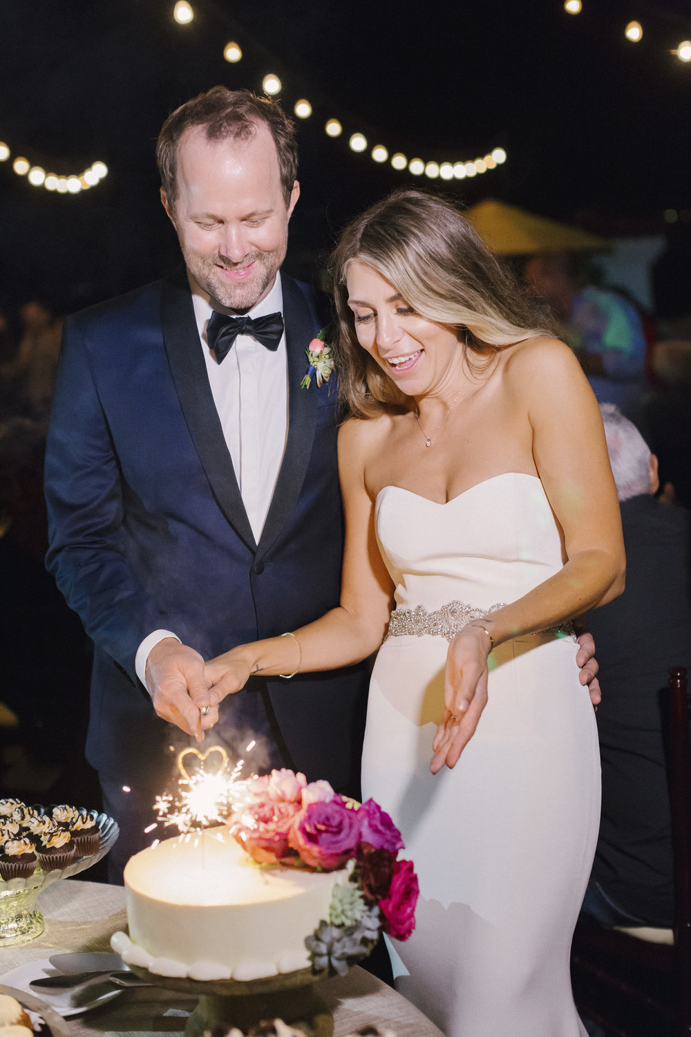 www.santabarbarawedding.com | Santa Barbara Courthouse | Canary Hotel | Aurelia D'Amore Photography | Cutting the Cake