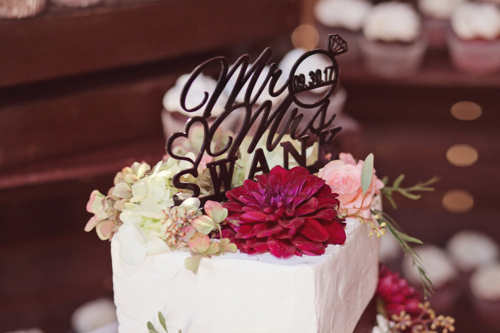 www.santabarbarawedding.com | Kay Mitchell Photography | Madonna Ranch | Wedding Cake