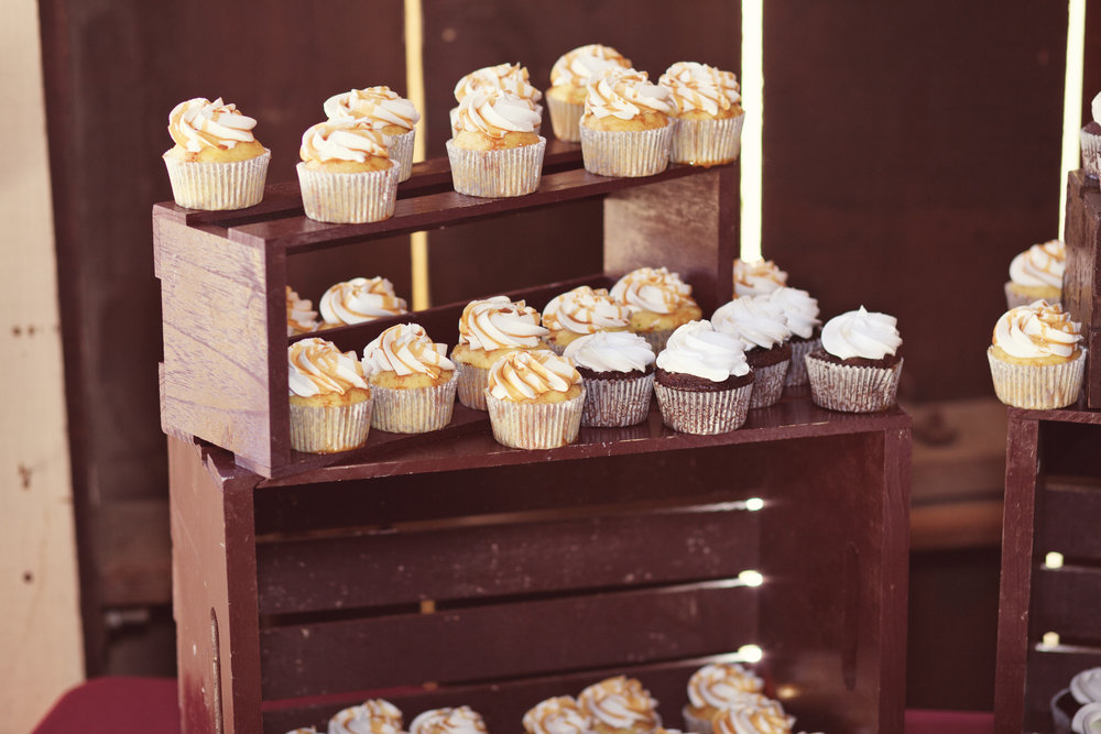 www.santabarbarawedding.com | Kay Mitchell Photography | Madonna Ranch | Wedding Cupcakes