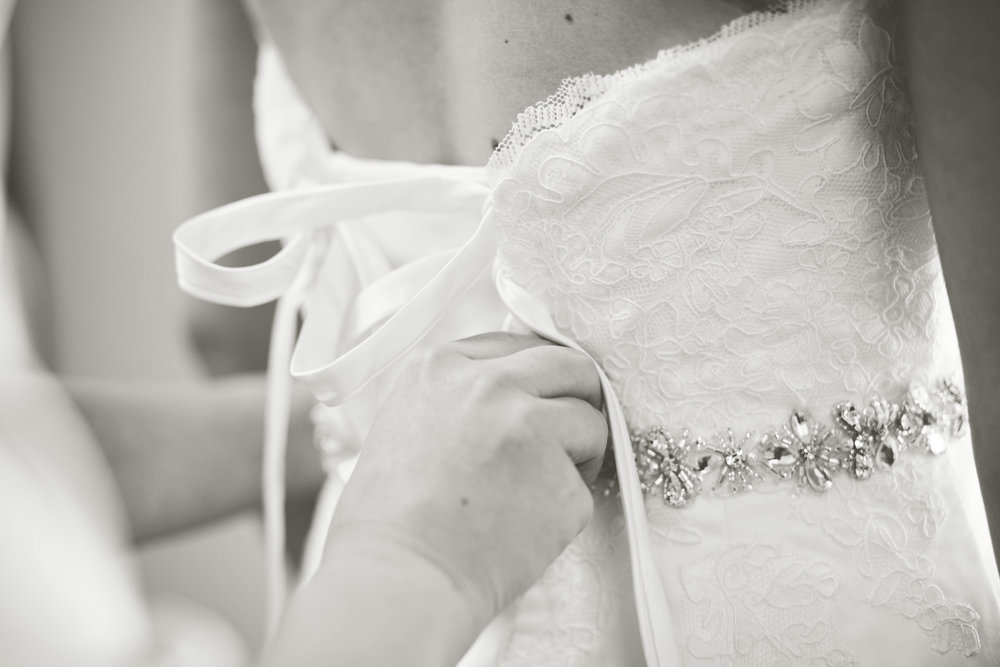 www.santabarbarawedding.com | Kay Mitchell Photography | Madonna Ranch | Bride getting Ready