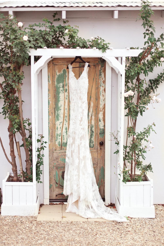 www.santabarbarawedding.com | Kay Mitchell Photography | The Dana-Powers House | Wedding Gown