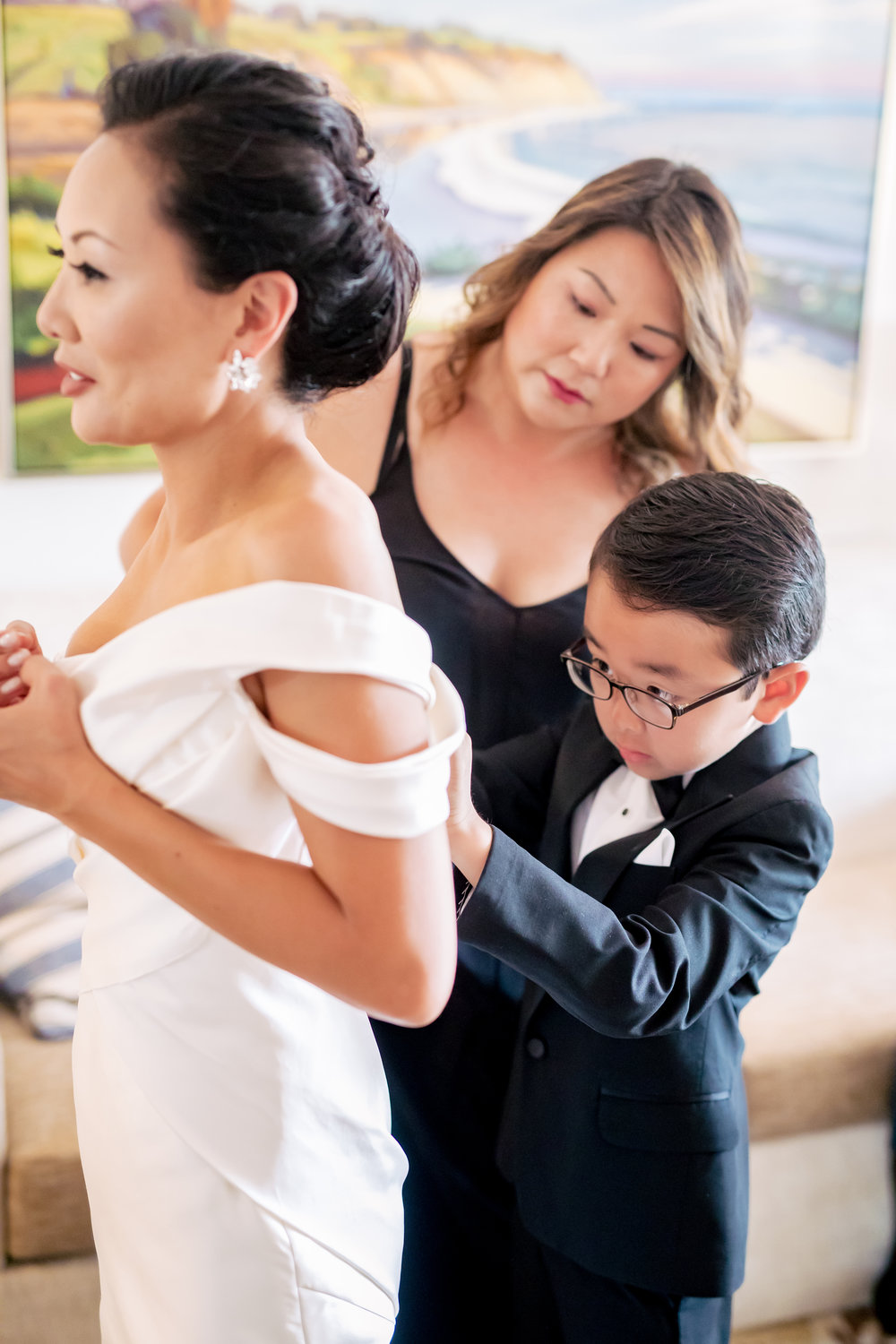 www.santabarbarawedding.com | Rewind Photography | The Ritz Carlton Bacara | Amazing Days Events | Bride Getting Ready