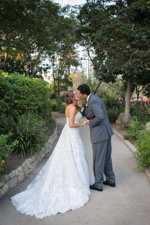 www.santabarbarawedding.com | Kelsey Crews Photo | Alice Keck Park | Felici Events | Bride and Groom