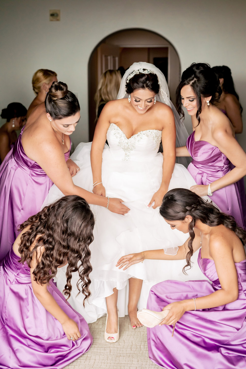 www.santabarbarawedding.com | Bacara Resort | Rewind Photography | Elegant Sofreh Design | Bride getting ready