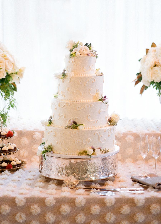 www.santabarbarawedding.com | Dos Pueblos Ranch | Soigne Productions | Lacie Hansen | Wedding Cake