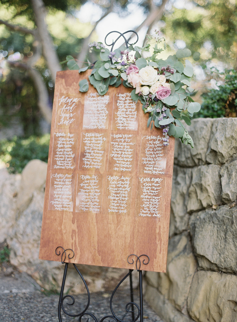 www.santabarbarawedding.com | Trinity Episcopal Church | Elings Park | Sarah Weir | Burlap & Bordeaux | Seating Arrangement Sign