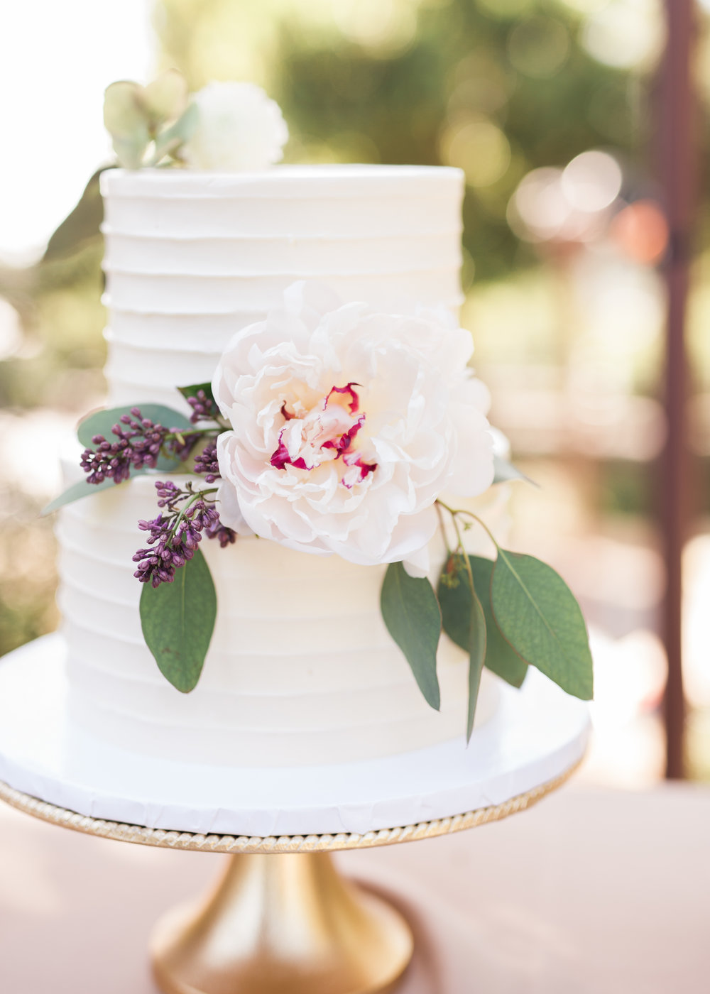 www.santabarbarawedding.com | Trinity Episcopal Church | Elings Park | Sarah Weir | Burlap & Bordeaux | Wedding Cake