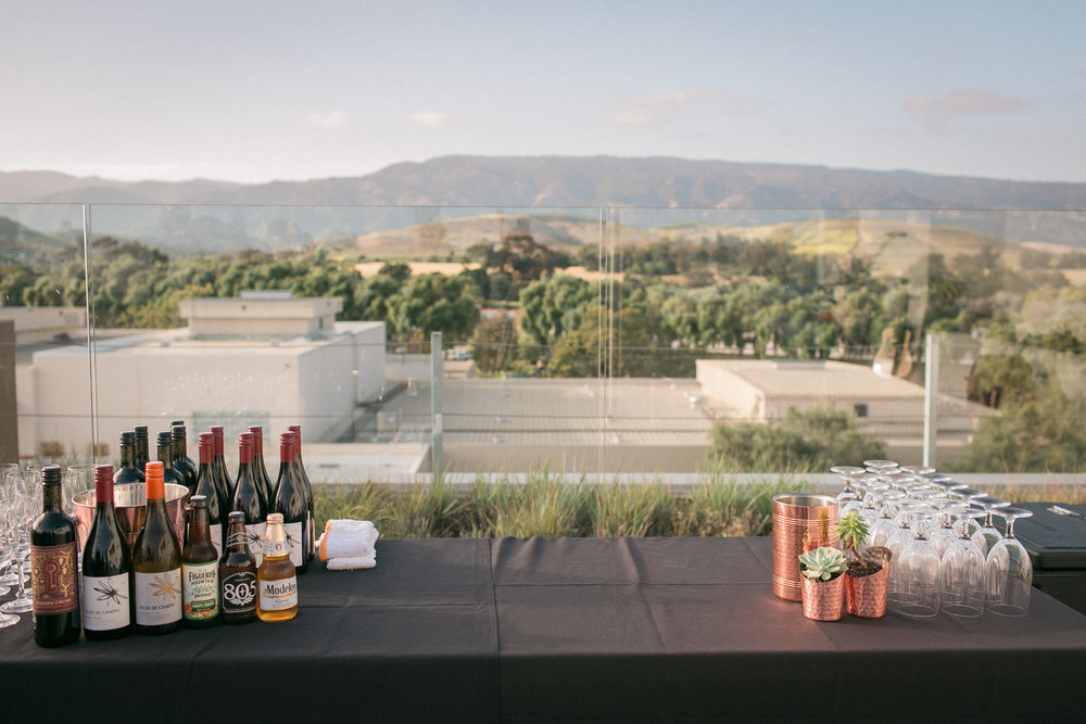 www.santabarbaraweddingstyle.com | Kelsey Crews Photography | Hilton Garden Inn | Rooftop Reception