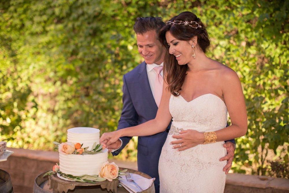 www.santabarbarawedding.com | Anna J Photography | Alegria by Design | Firestone Vineyard | Cutting the Cake