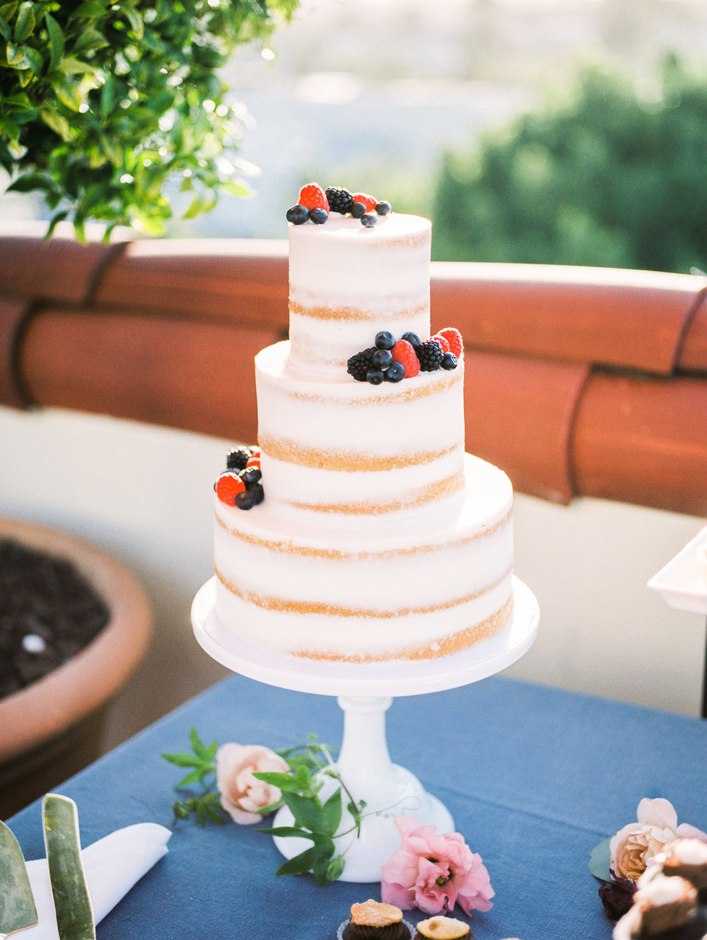 www.santabarbarawedding.com | Canary Hotel | Grace Kathryn Photography | Wedding Cake