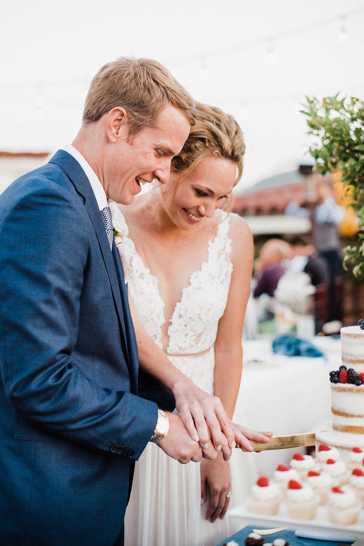 www.santabarbarawedding.com | Canary Hotel | Grace Kathryn Photography | Cutting the Cake