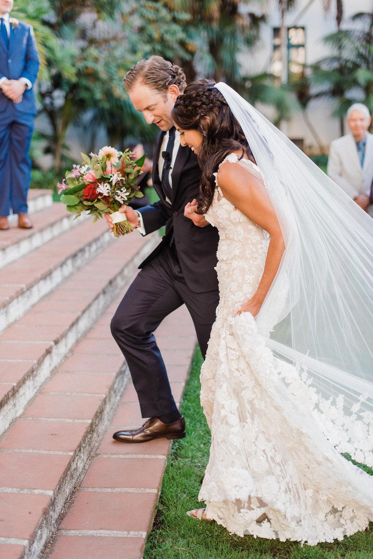 www.santabarbarawedding.com | Grace Kathryn Photography | Santa Barbara Courthouse | Canary Hotel | Amazing Days Events | Bride and Groom | Ceremony