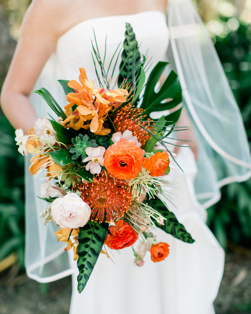 www.santabarbarawedding.com | Laura Ford Photos | Santa Barbara Zoo | Rincon Events | Bridal Bouquet | Ella & Louie