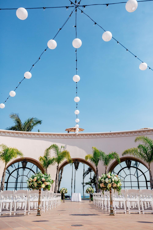 www.santabarbaraweddingstyle.com | Rewind Photography | Events by M and M | Hilton Santa Barbara | Ceremony